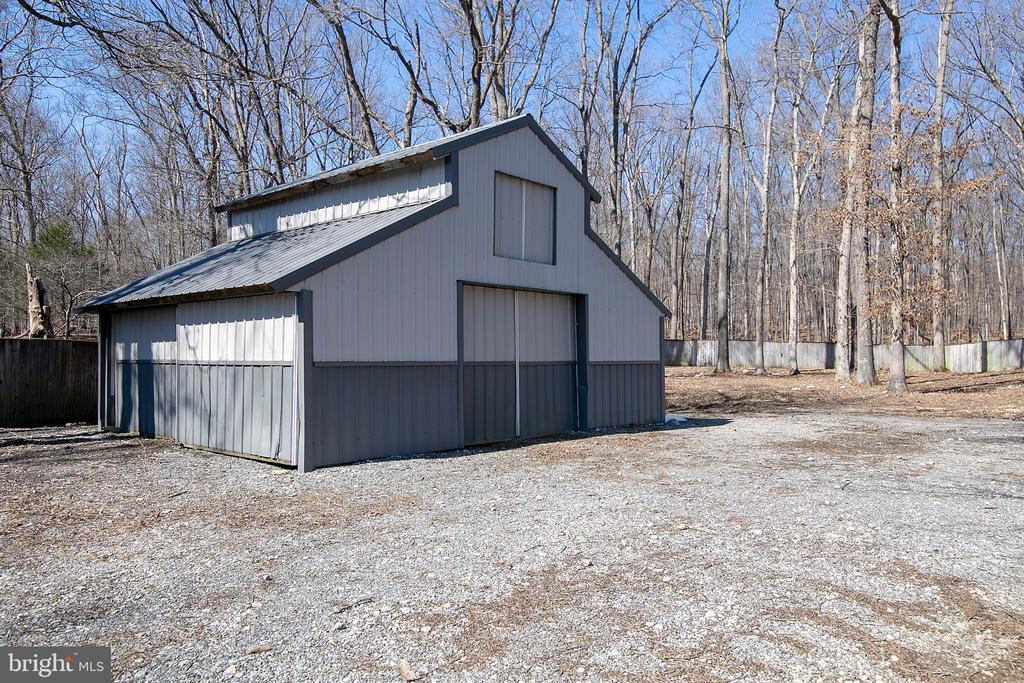 REAR BARN WITH ELECTRIC AND LOFT - 13450 REED RD, THURMONT