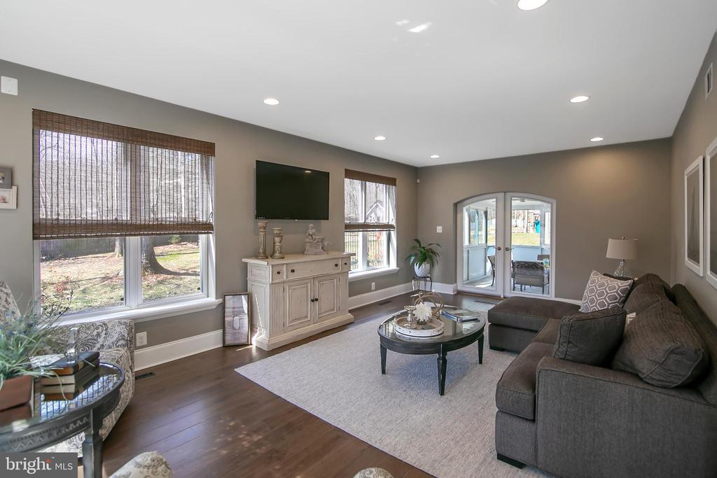 LIVING ROOM VIEW - FOYER TO SUN ROOM - 13450 REED RD, THURMONT