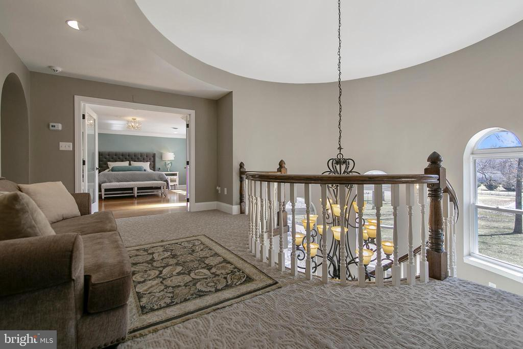 SECOND FLOOR LANDING AND SITTING AREA - 13450 REED RD, THURMONT