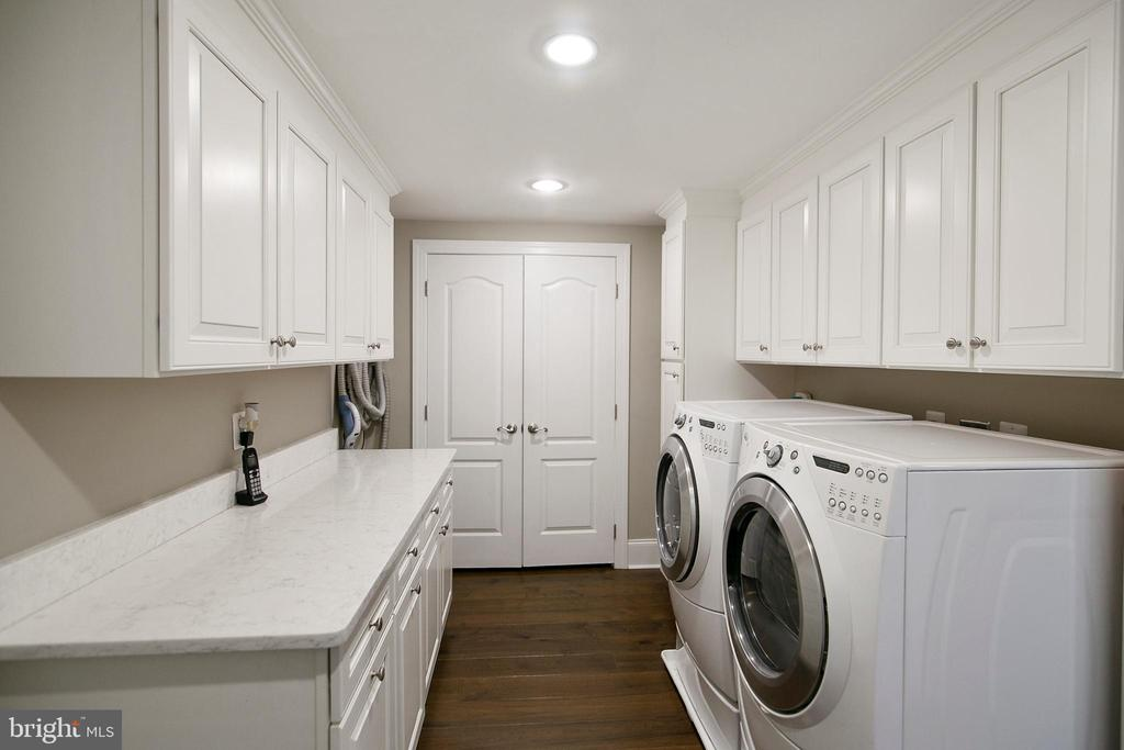 LAUNDRY OFF KITCHEN CONNECTS TO GARAGE - 13450 REED RD, THURMONT