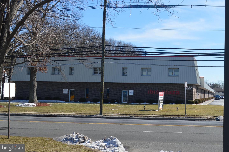 3535 QUAKERBRIDGE RD #101  Hamilton, New Jersey 08619 États-Unis