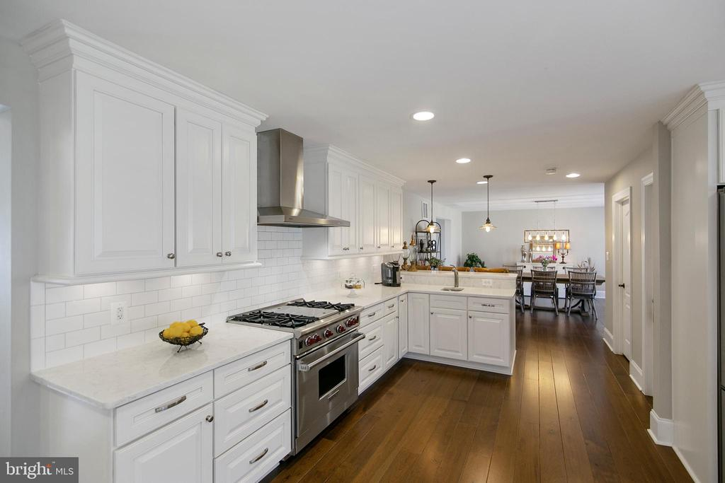 BEAUTIFUL CUSTOM CABINETRY - 13450 REED RD, THURMONT