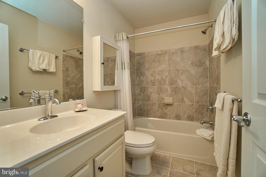 Upgraded upper level hallway bathroom - 20639 ERSKINE TER, ASHBURN