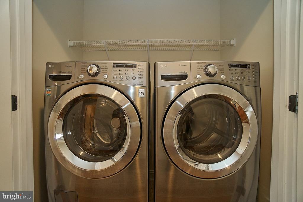 Upper level laundry-washer & dryer convey - 20639 ERSKINE TER, ASHBURN