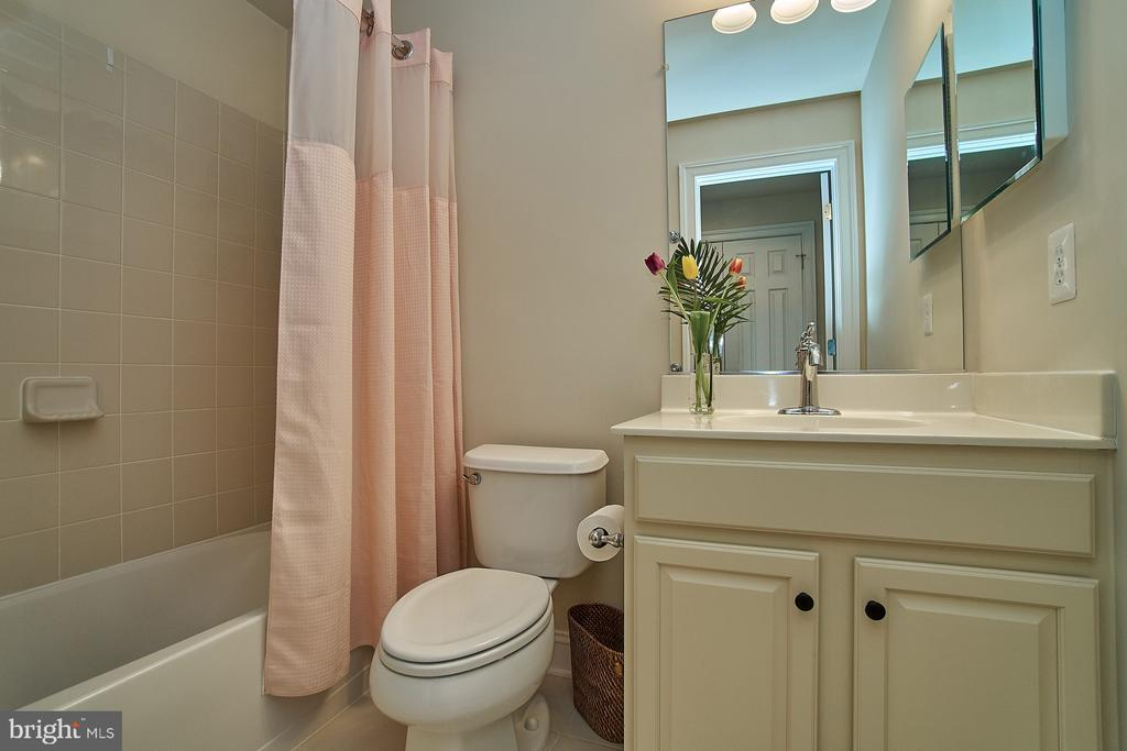 Lower level full bathroom - 20639 ERSKINE TER, ASHBURN