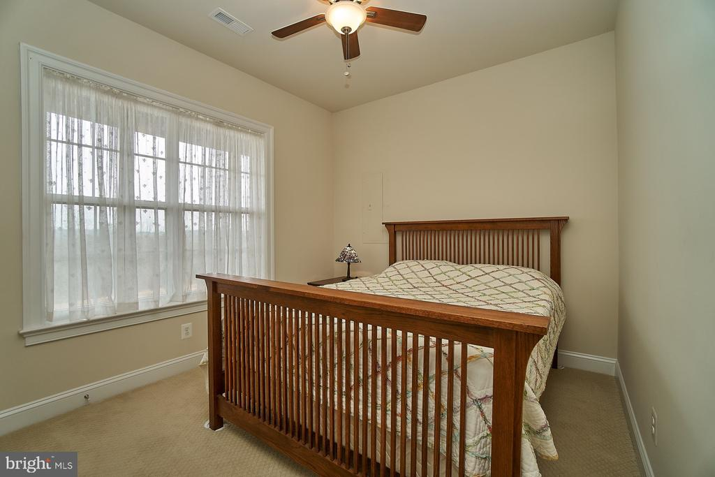 Lower level legal 4th bedroom has a ceiling fan - 20639 ERSKINE TER, ASHBURN