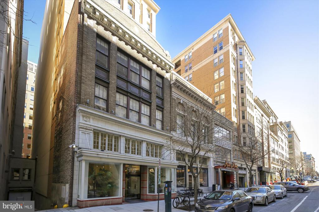 Walk Out to Shops and Restaurants - 915 E ST NW #705, WASHINGTON
