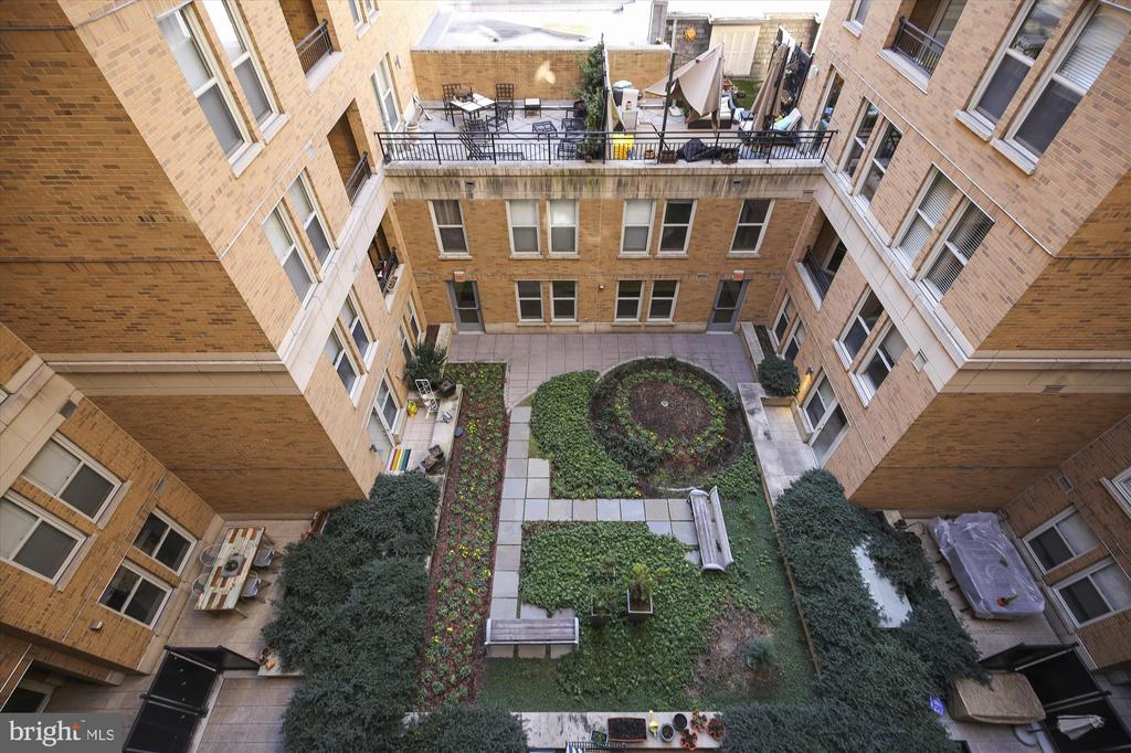 Unit Overlooks Courtyard - 915 E ST NW #705, WASHINGTON