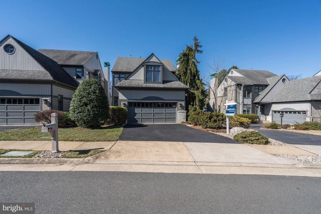 Front of home - 1466 WATERFRONT RD, RESTON
