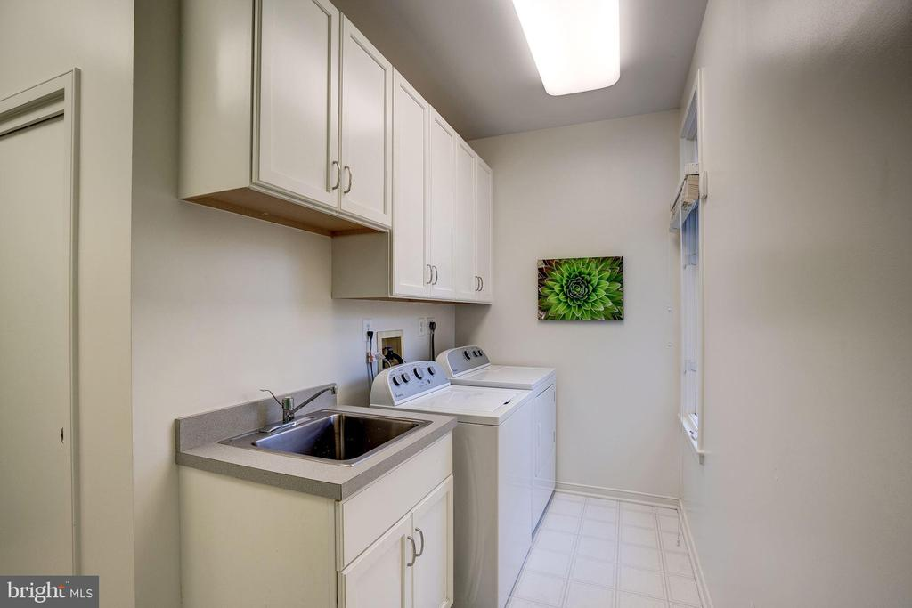 Laundry - 1466 WATERFRONT RD, RESTON