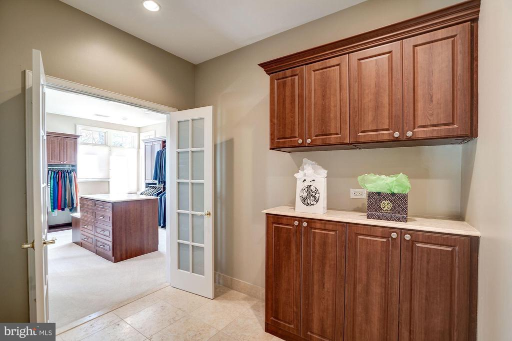 Foyer to master with view of closet - 1466 WATERFRONT RD, RESTON