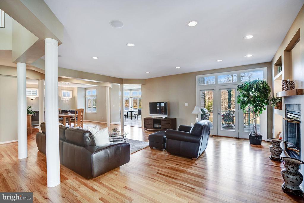 Very open floor plan - 1466 WATERFRONT RD, RESTON