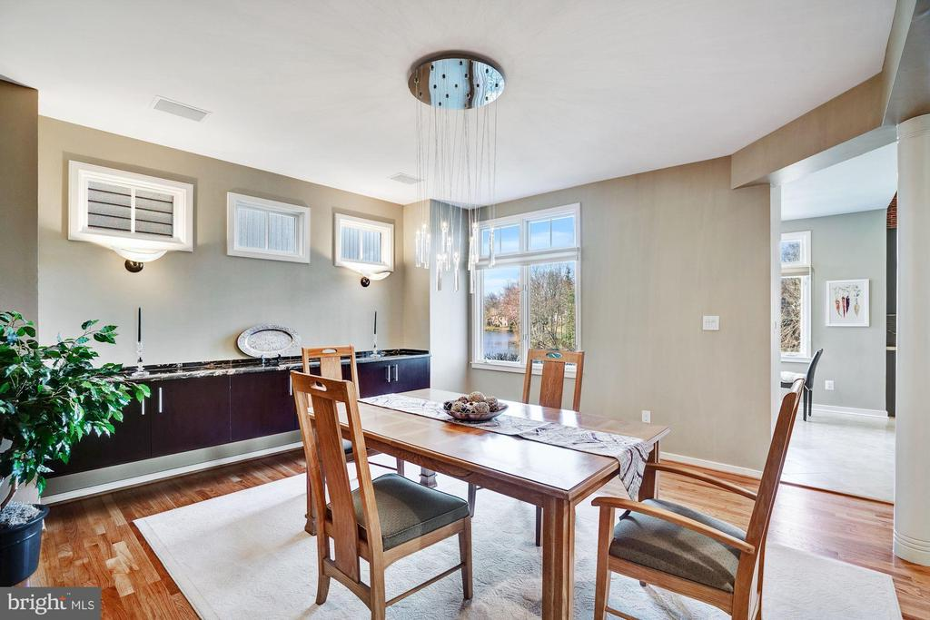 Dining with lake views - 1466 WATERFRONT RD, RESTON