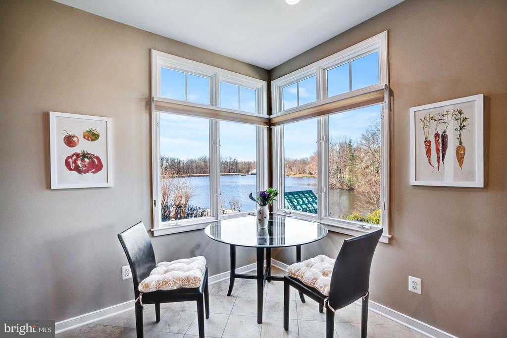 Kitchen table with view of lake - 1466 WATERFRONT RD, RESTON
