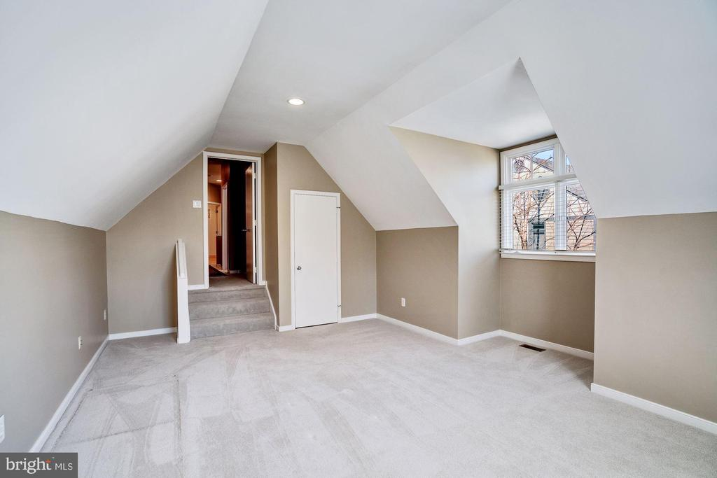 2nd bedroom on upper level - 1466 WATERFRONT RD, RESTON