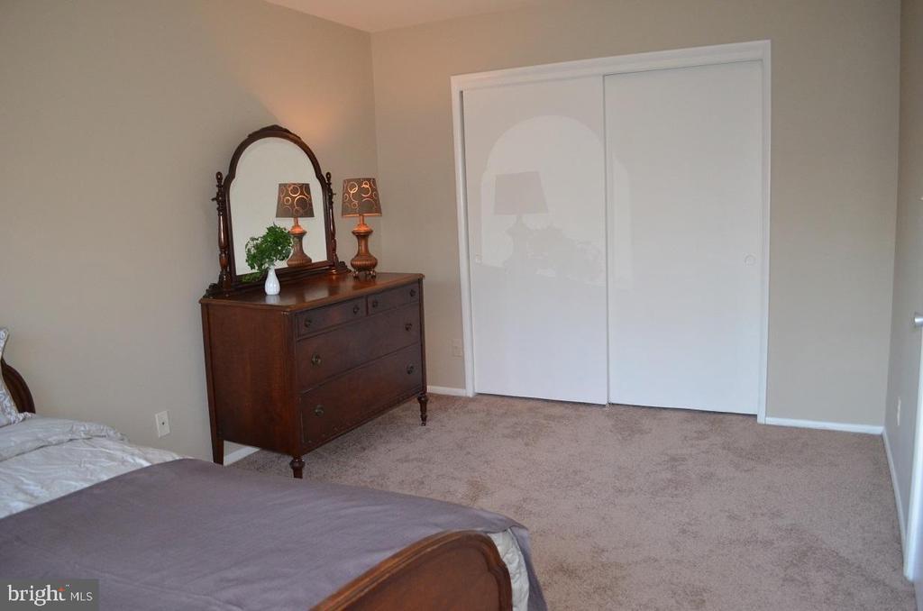 Brand new carpet! - 4917 AMERICANA DR #E, ANNANDALE