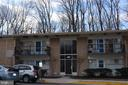 Front of building has ramp and only 1 step up - 4917 AMERICANA DR #E, ANNANDALE