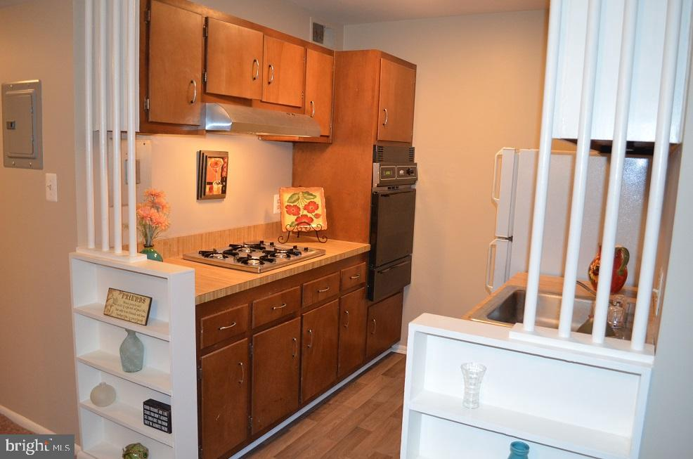 Kitchen with brand new cooktop and oven! - 4917 AMERICANA DR #E, ANNANDALE