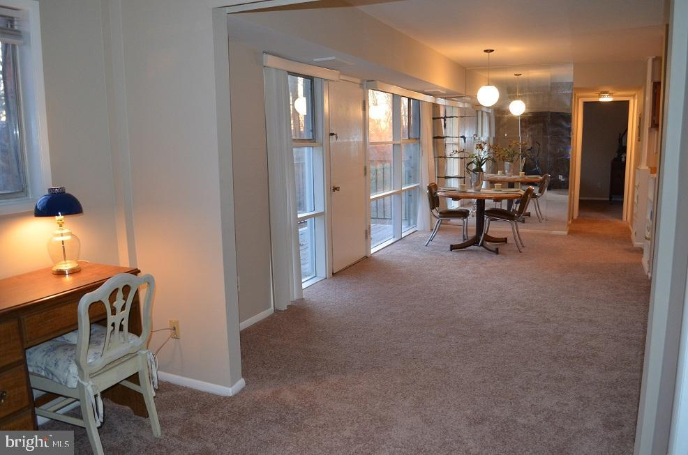 Den looking into living/dining area - 4917 AMERICANA DR #E, ANNANDALE