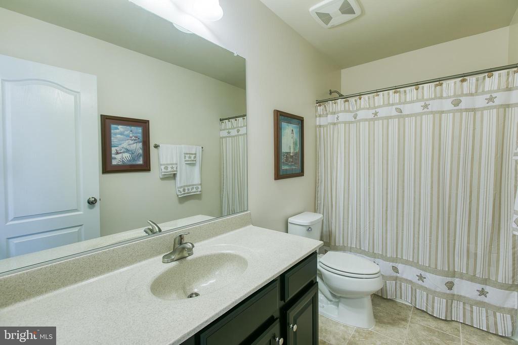 Full Bathroom upstairs - 21 TANKARD RD, STAFFORD