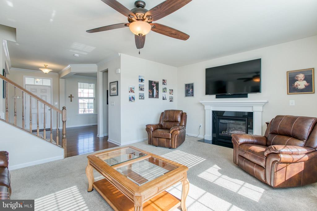 Family Room with Gas Fireplace - 21 TANKARD RD, STAFFORD
