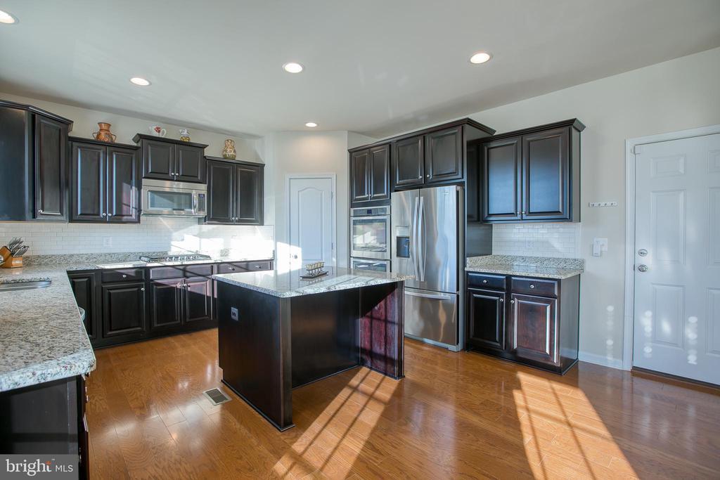 Beautiful gourmet Kitchen! - 21 TANKARD RD, STAFFORD