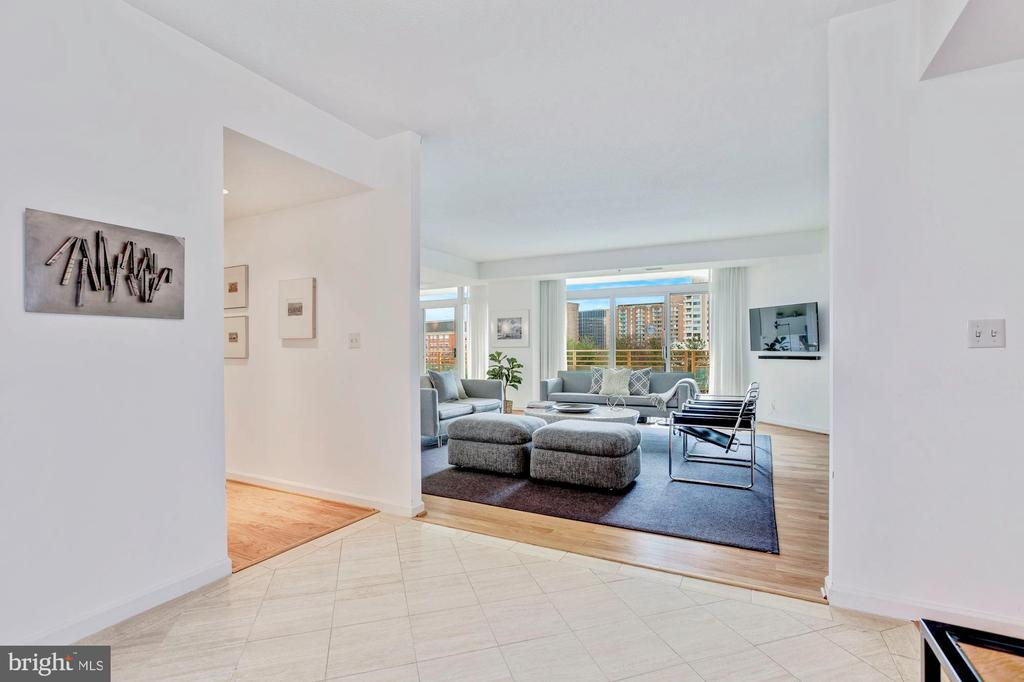 Bright, Welcoming Foyer - 5610 WISCONSIN AVE #804, CHEVY CHASE