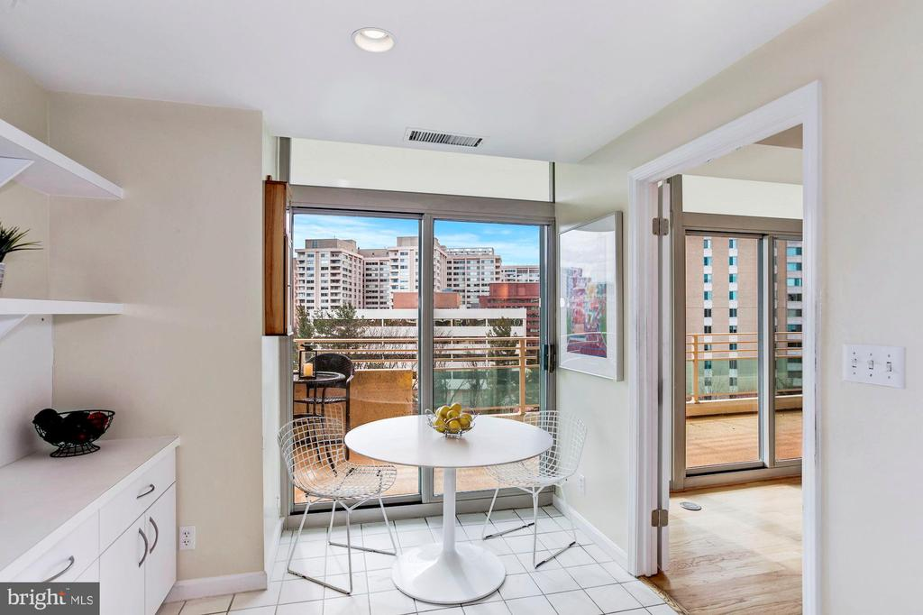 Cheerful Informal Dining Area - 5610 WISCONSIN AVE #804, CHEVY CHASE