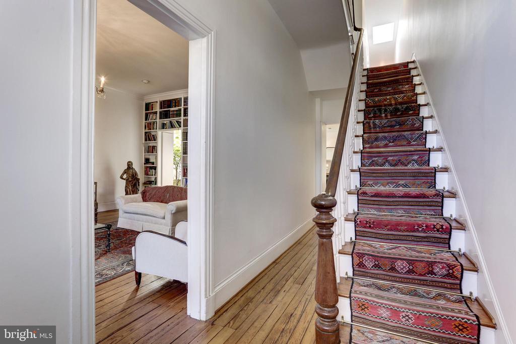 Foyer - 1408 35TH ST NW, WASHINGTON