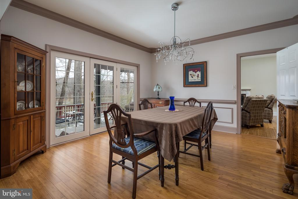 Dining room with water view - 4551 SUNSHINE CT, WOODBRIDGE