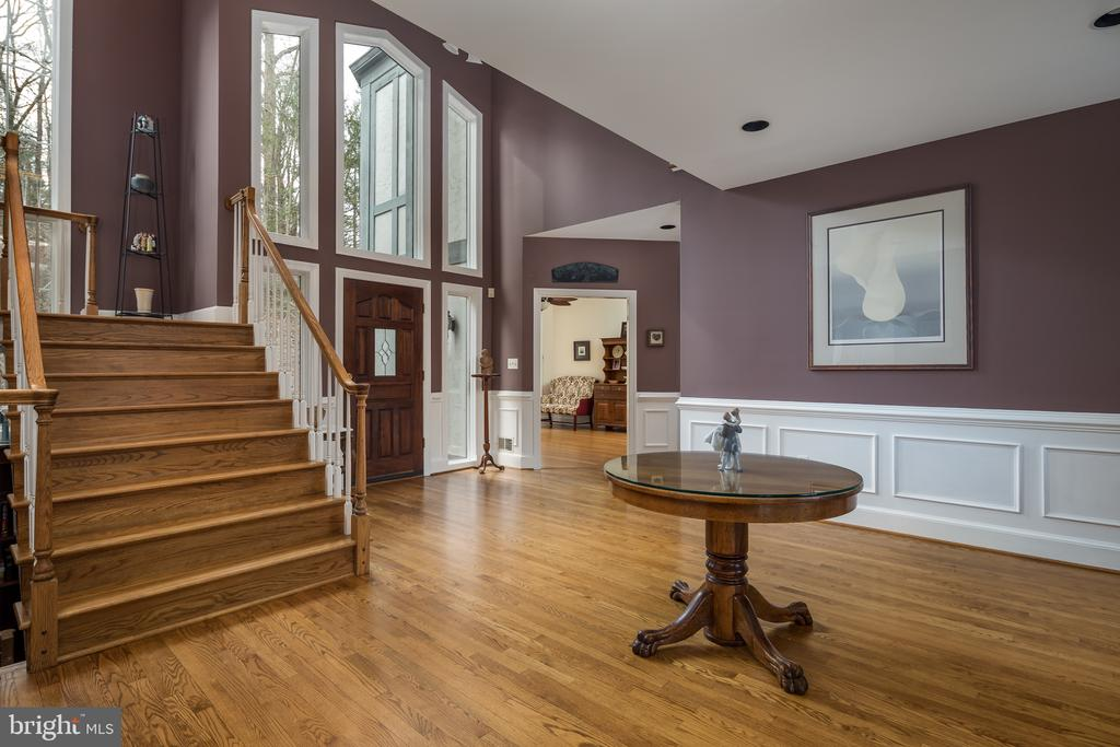 Grand Foyer to greet your guests - 4551 SUNSHINE CT, WOODBRIDGE