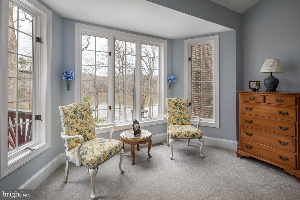 Master Suite sitting area with view of water - 4551 SUNSHINE CT, WOODBRIDGE