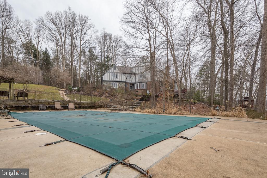 Cover for pool - 4551 SUNSHINE CT, WOODBRIDGE
