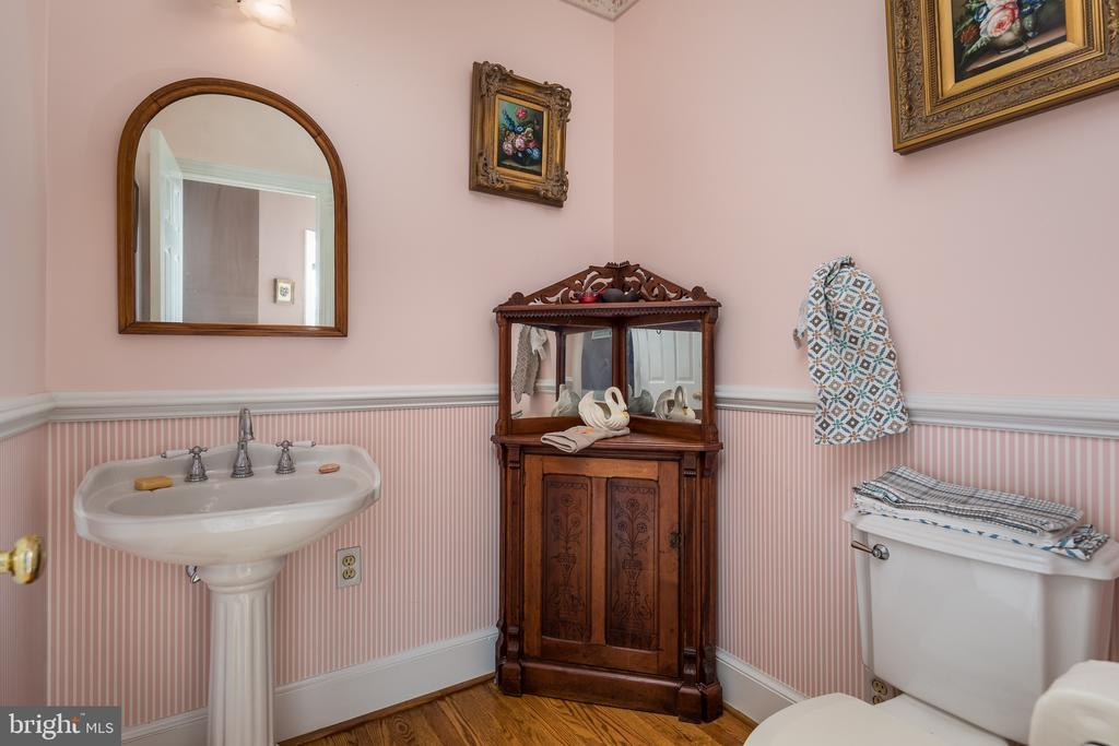 Formal Powder room - 4551 SUNSHINE CT, WOODBRIDGE