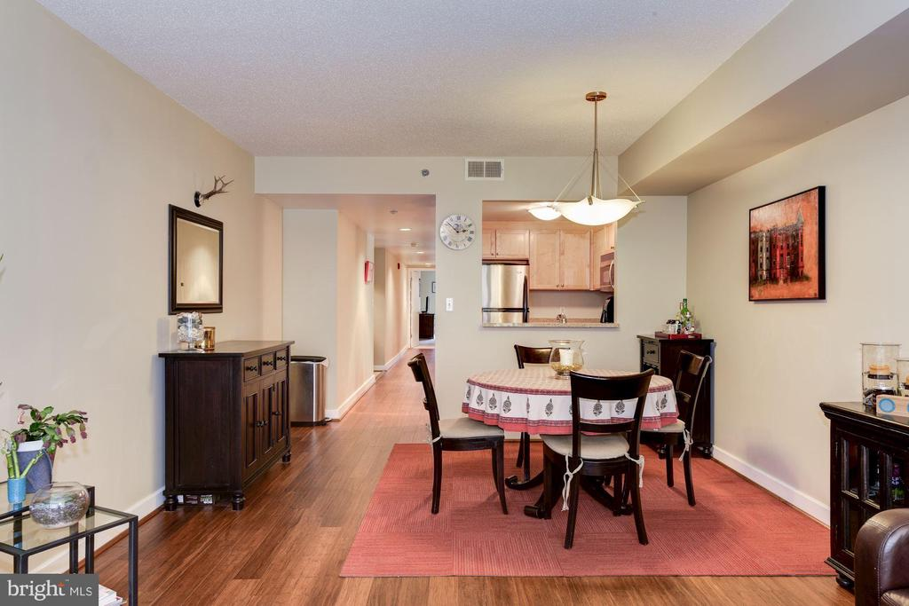 Separate table space for dining. - 1150 K ST NW #309, WASHINGTON