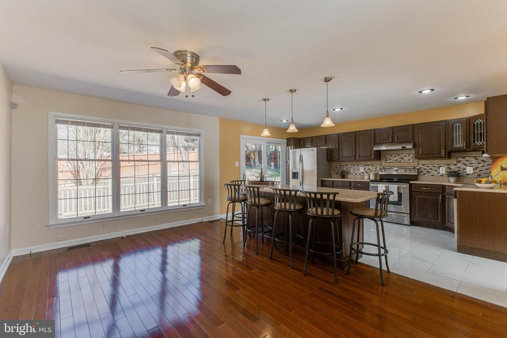 Beautiful Open Concept Kitchen w/island - 14513 CARONA DR, SILVER SPRING
