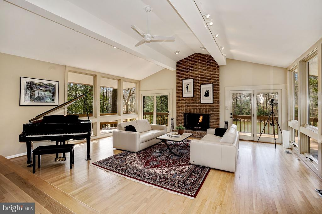 Living Room with View To Woodglen Lake - 5322 BLACK OAK DR, FAIRFAX