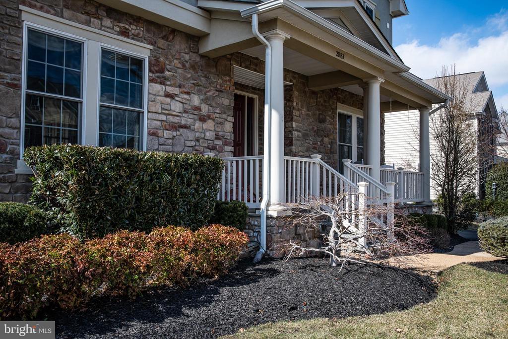 Nice front porch. - 21883 KNOB HILL PL, ASHBURN