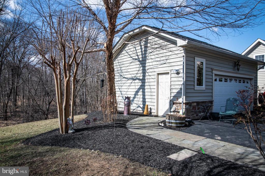 Detached garage. - 21883 KNOB HILL PL, ASHBURN