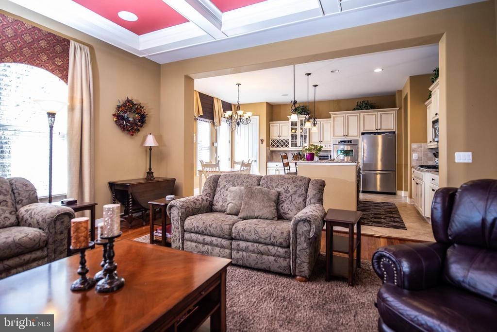 Family room off kitchen. - 21883 KNOB HILL PL, ASHBURN