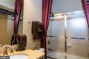 2nd bath upstairs - 21883 KNOB HILL PL, ASHBURN