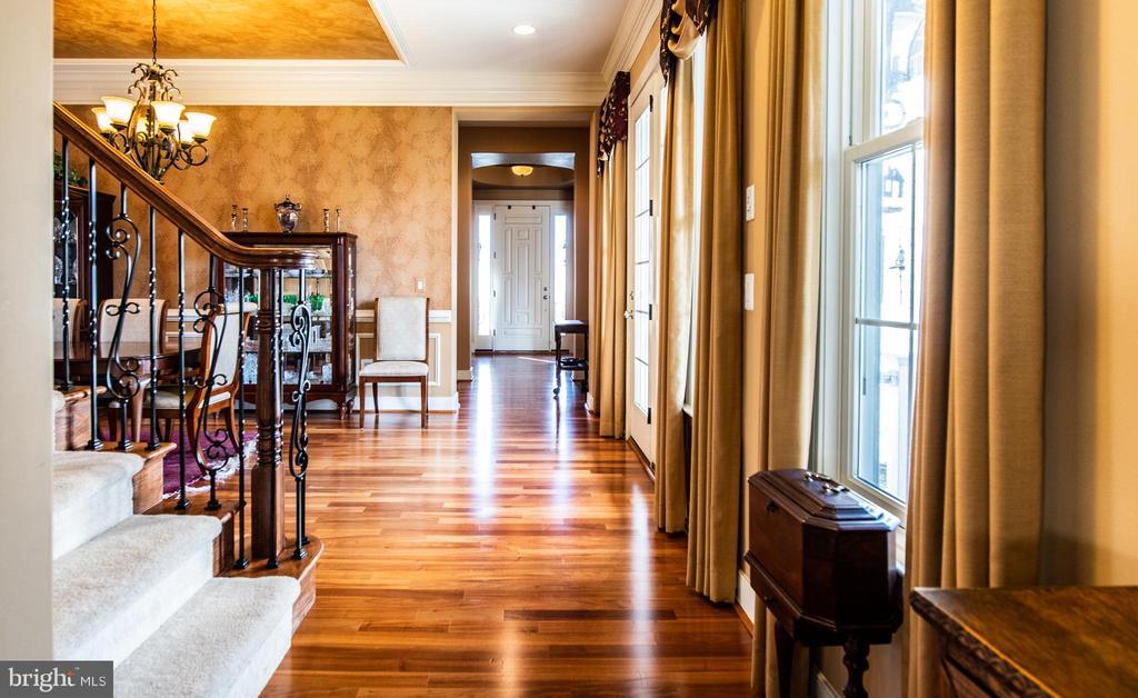 Large foyer. - 21883 KNOB HILL PL, ASHBURN