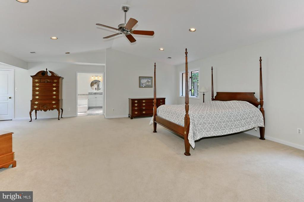 Light filled master suite, sitting area - 12709 MILL GLEN CT, CLIFTON