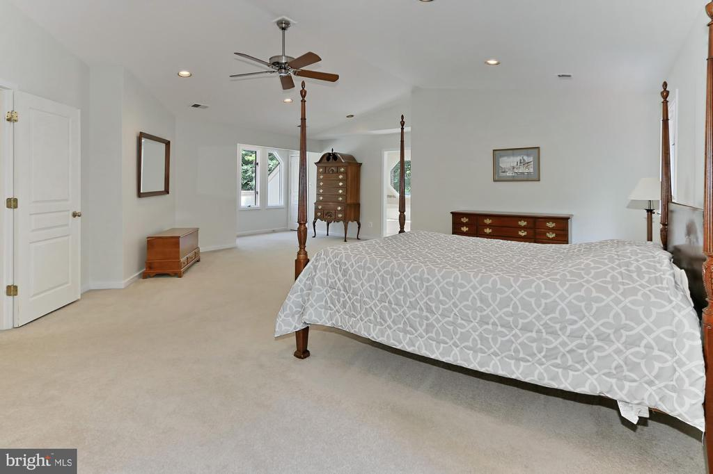 Master suite with walk in closet - 12709 MILL GLEN CT, CLIFTON
