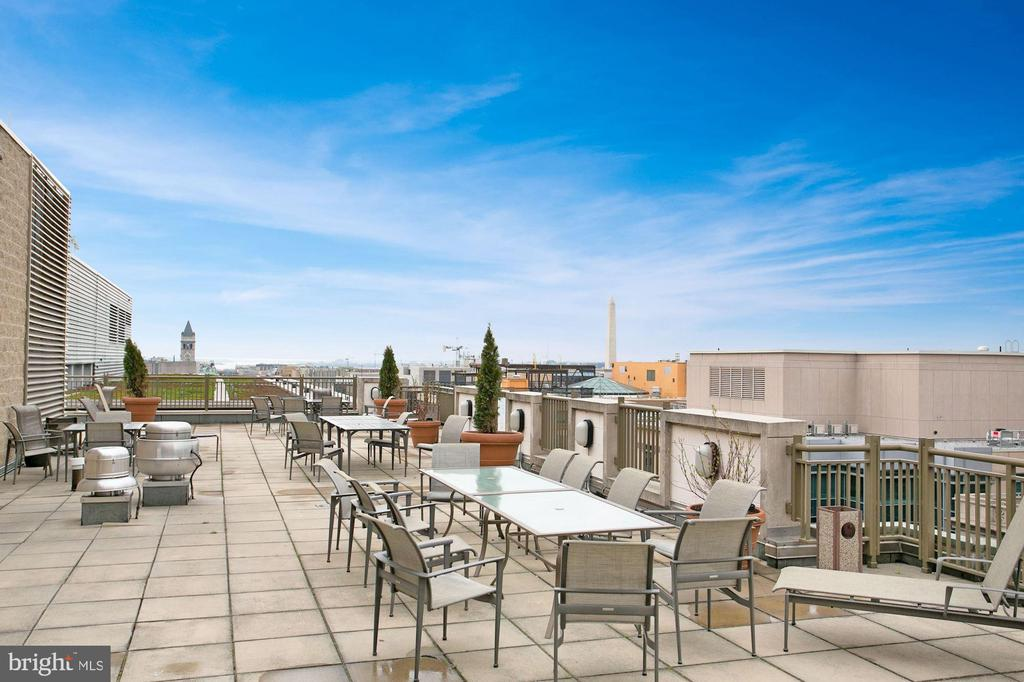 Amazing roof deck with monument views. - 1150 K ST NW #309, WASHINGTON