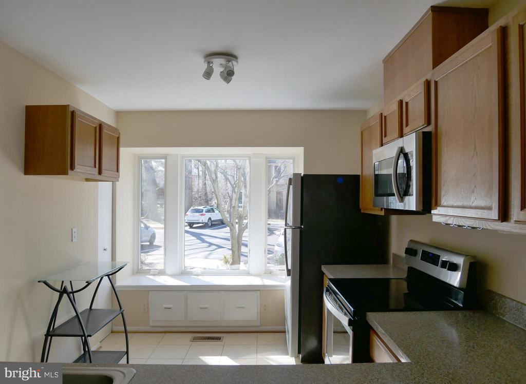 Anderson Bay Window in Kitchen - 2047 CHADDS FORD DR, RESTON
