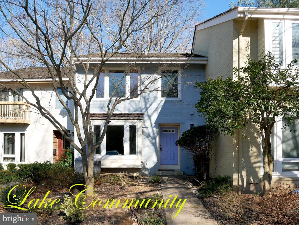Beautiful Home with Lake Views - 2047 CHADDS FORD DR, RESTON