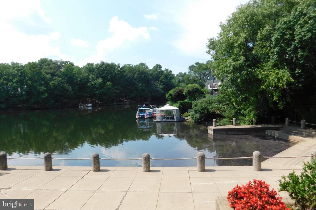 Relaxing on the Lake - 2047 CHADDS FORD DR, RESTON
