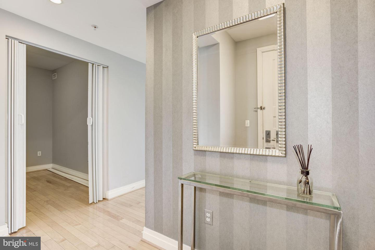 Additional photo for property listing at 8220 Crestwood Heights Dr #712 8220 Crestwood Heights Dr #712 Mclean, Virginia 22102 United States