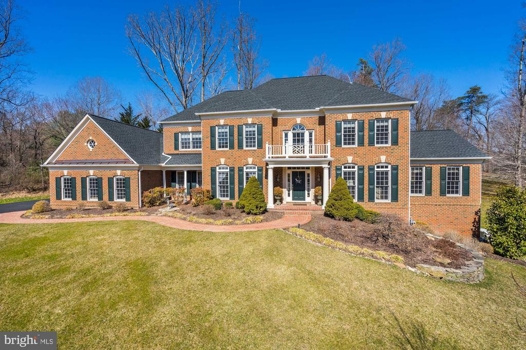 Beautiful all-brick home sited on a .84 acre lot - 3150 ARIANA DR, OAKTON